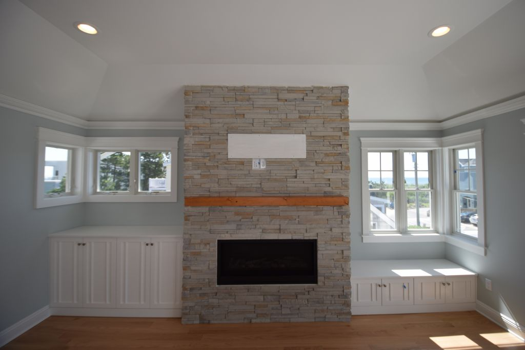 Linear Versus Traditional Fireplaces